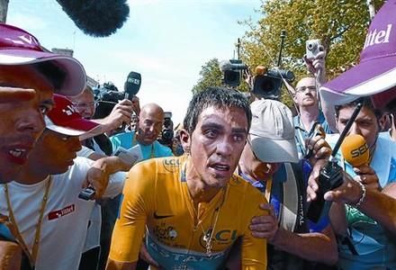 Contador, el 24 de julio, al terminar completamente extenuado la última contrarreloj del Tour, donde salvó el triunfo con mucha dificultad.