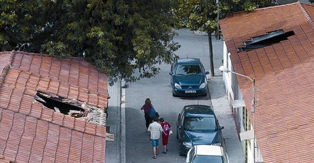 Bcn inhabilita las casas ocupadas del bon pastor barcelona el peri dico - Casas baratas en terrassa ...