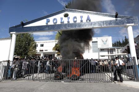 El Regimiento de Policía número 1 de Quito, ocupado por efectivos policiales y del Ejército ecuatoriano.