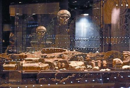 Imágenes de algunos espacios del itinerario subterráneo por la antigua Baetulo.