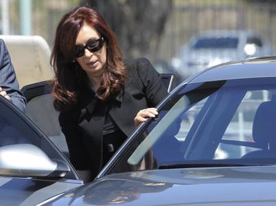 Cristina Fernández Kirchner llega a la Casa Rosada para asistir a  los funerales de Estado, hoy, en Buenos Aires.