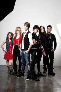Los protagonistas de la primera serie de Disney Channel rodada en España.