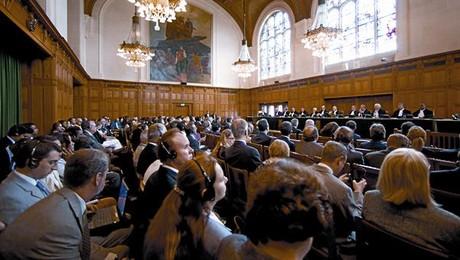 El Tribunal de La Haya anuncia públicamente su veredicto sobre Kosovo, ayer.